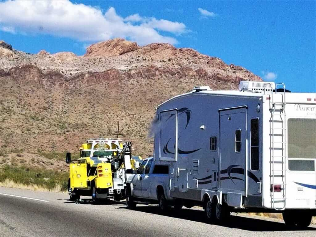 RV using Good Sam Roadside Assistance to get help when broken down on the side of the road