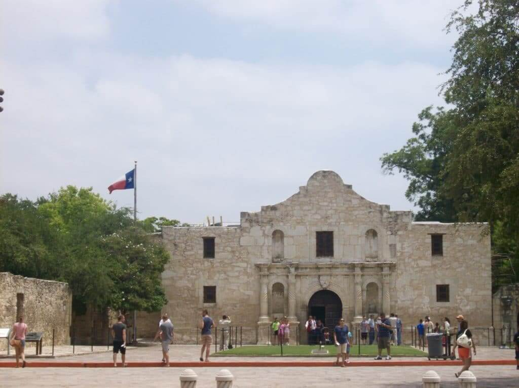 People walking in front of the Alamo during the day. This is a great tourist site when you are staying at one of the Thousand Trails Texas parks.