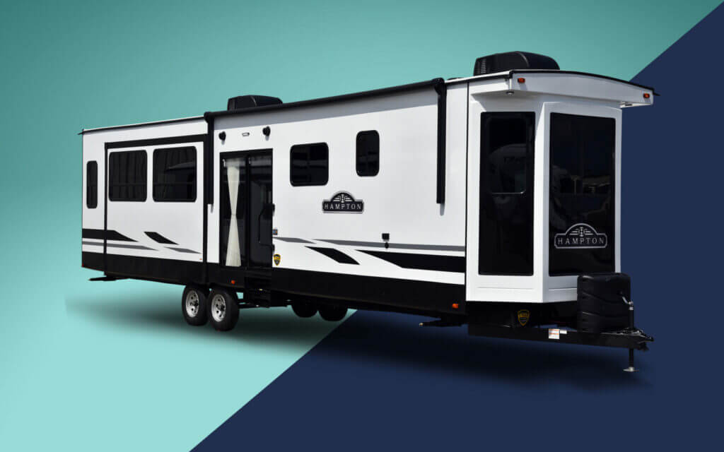 A Hampton RV on a navy and mint background. Thor is who makes crossroads RV.