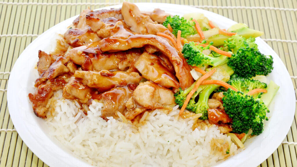 A great blackstone griddle lunch idea is this Hibachi style chicken and veggies dish!