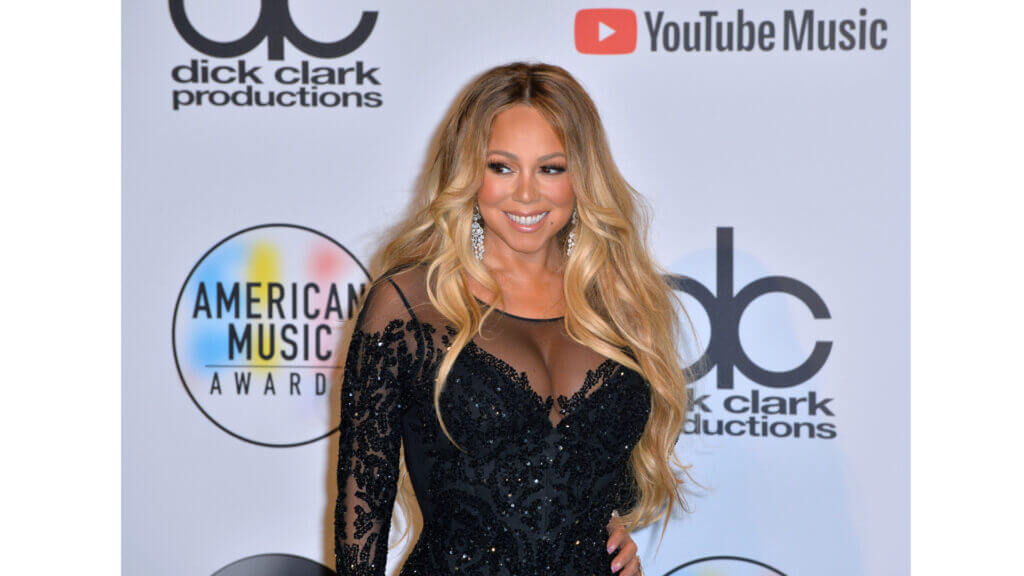Mariah Carey looks glamorous on the red carpet and her celebrity RV is nothing short of luxury and glamour too.