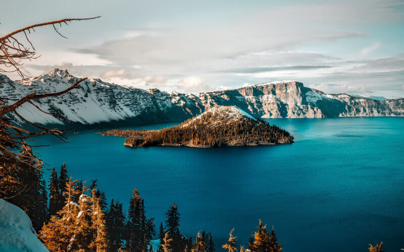 An overview of Crater Lake which is a great place to camp in Oregon once you get reservations.