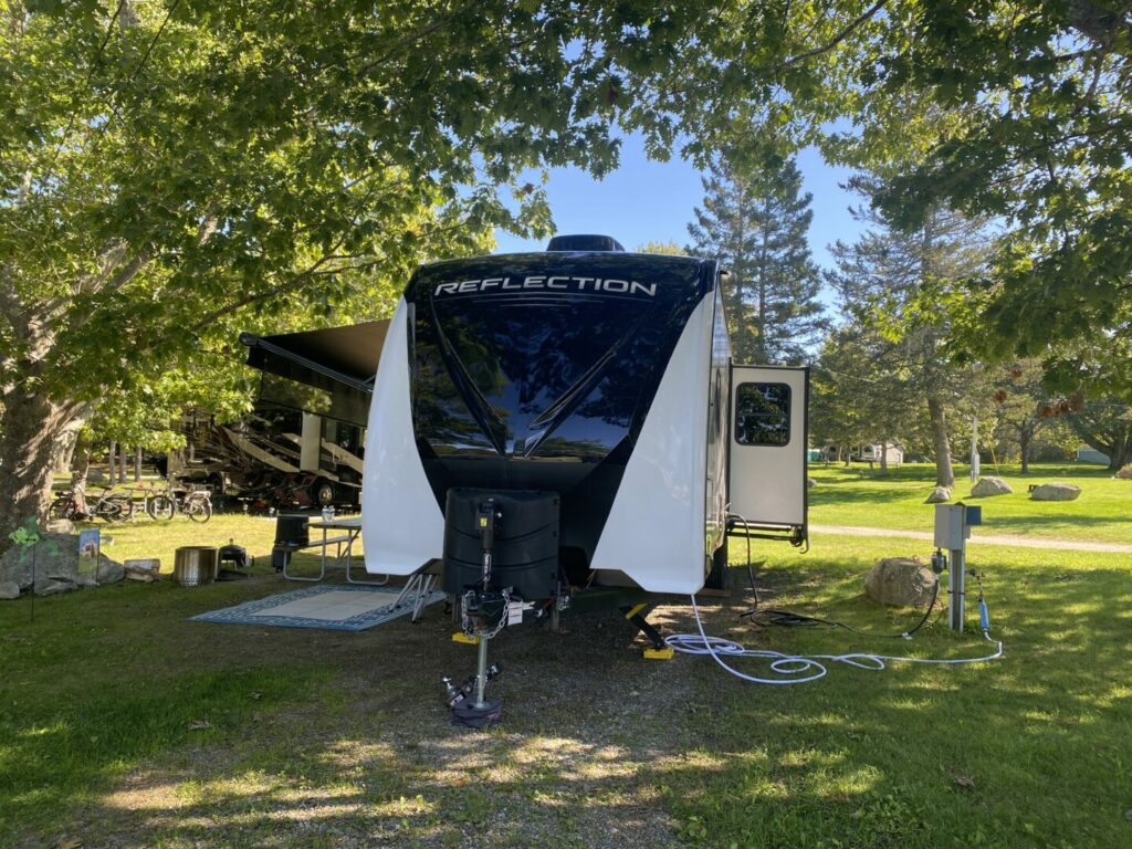 A Grand Design Reflection setup at the campground
