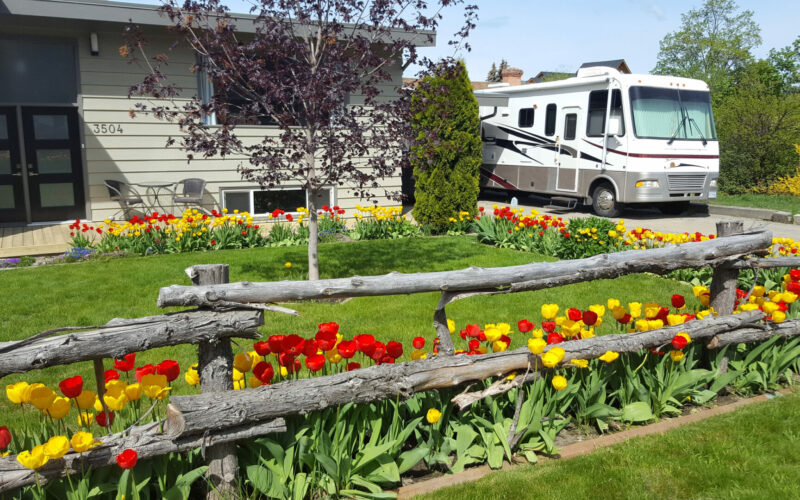 Motorhome parked in driveway of Boondockers Welcome Host